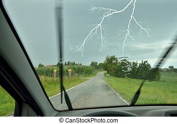 to drive in the rain - to drive the car during the storm