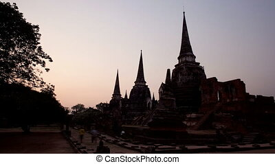 Timelapse of sunset and dusk at Ayutthaya\'s famous ancient...
