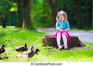 wenig, Fütterung,  Park, m�dchen, Enten