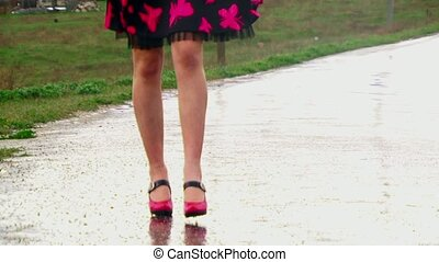 Gait Feet on a high heel. - Legs girls closer to the camera....