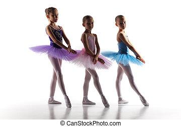 tres, poco, Bailarinas, bailando, en, baile, estudio,