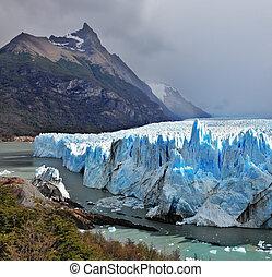 Perito Moreno glacier - Colossal Perito Moreno glacier in...
