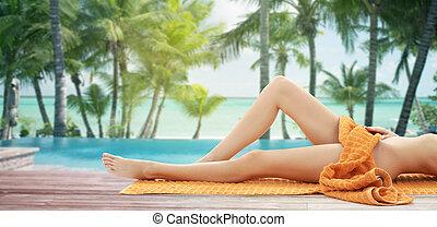 fim, cima, de, mulher, pernas, com, laranja, toalha, ligado,...