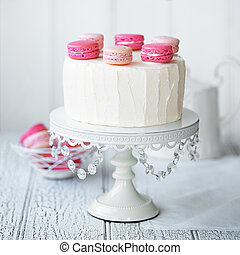 Macaron layer cake - Layer cake decorated with macarons