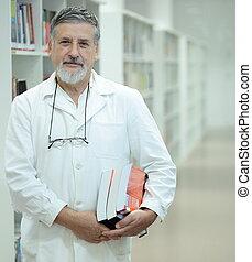 renombrado, scientist/doctor, biblioteca,...