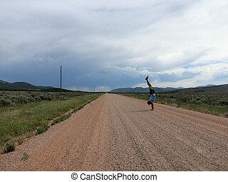 Porter,  T-shirt, pantoufles,  handstands, Terre, short, directement,  long, chapeau, route, homme