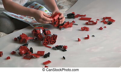 meccano - The child plays with meccano.