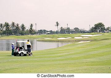golfeur, caddie, et, golf, charrette, sur, les, fairway, ,