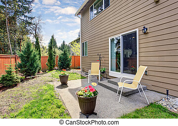 Lovely fenced, and furnished back yard. - Lovely fenced back...