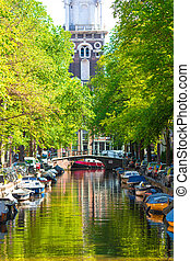 Beautiful Groenburgwal canal in the old city of Amsterdam,...