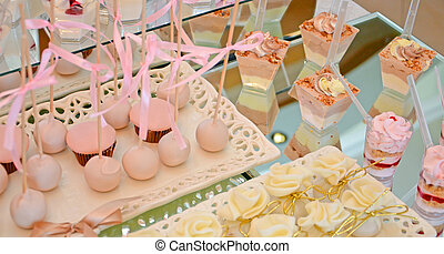 Cupcakes - Picture of a birthday Cupcakes in a plastic cans