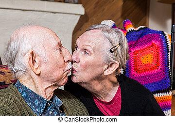 beijando, par, Idoso
