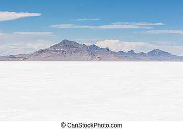 Bonneville Salt Flats - Hot Summer day at Bonneville Salt...