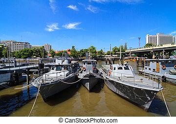 Grupo, de, militar, bote, em, a, Rio,