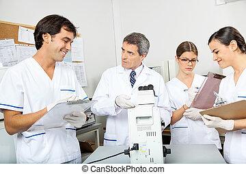laboratório, médico, trabalhando, cientistas