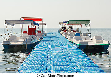 Floating pier and empty pleasure watercraft - Floating pier...