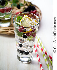 Berry detox drink