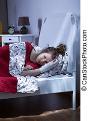 Woman with broken hand lying in bed