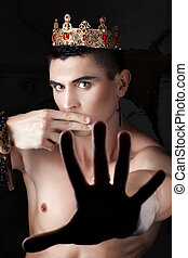 Gy with crown closed his mouth your fingers. - Gy with the...