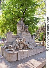 Statue of Johannes Brahms (1908) in Vienna, Austria -...