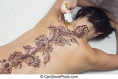 mehendi drawing process in a beauty salon