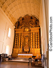 Goa - Basilica of Bom Jesus - The interior of the Basilica...