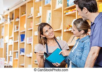 clientes, libro, vendedora, actuación, feliz