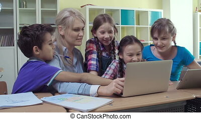 Enjoying Computer Study - Elementary students learning to...