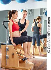 女, 妊娠した, 足,  Pilates, ポンプ, 練習,  wunda