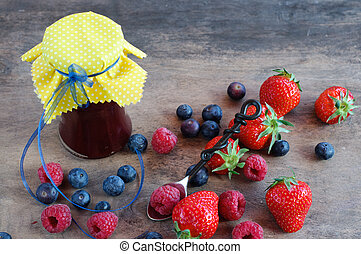 Vintage Setting - Berries Marmelade