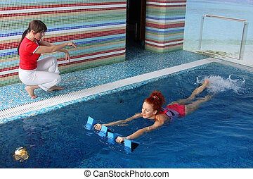 pool  - Employment with the pregnant woman in pool