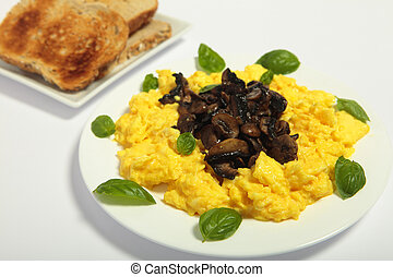 Gourmet mushroom and egg - Gourmet-styl scrambled egg and...