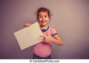 girl child 6 years of European appearance holds a clean sheet