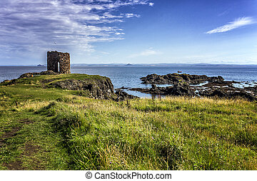 Dramatic rocky coastline in Elie Scotland - Dramatic rocky...