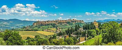Old town of Orvieto, Umbria, Italy - Beautiful panoramic...