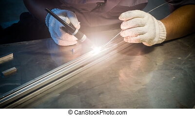 Welding man, welds tube - Welding man, welds aluminium...