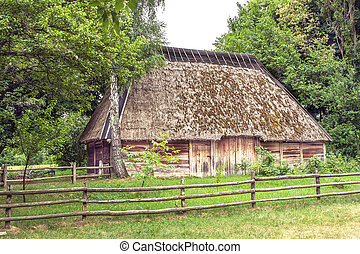 Ukrainian wooden barn Thatched locked uph - mage Ukrainian...