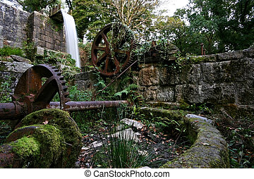 Abandoned waterwheel Pontsmil Luxulayn St Austell Cornwall -...
