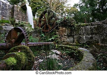 Abandoned waterwheel Pontsmil Luxulayn St Austell Cornwall -...