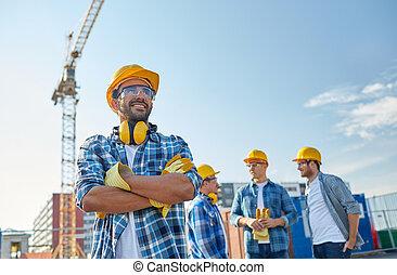 建造者,  hardhats, 微笑, 組, 在戶外
