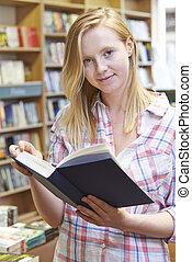 kvinna, ung, bok, Stående, bokhandel, läsning