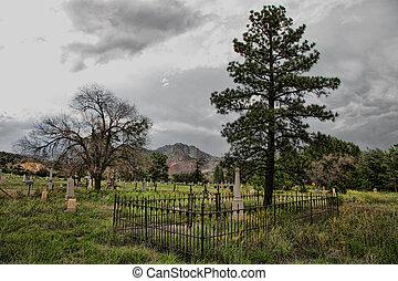 Stormy Pioneer Cemetery - Old pioneer cemetery slumbers...