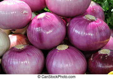 red onions pile market
