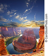 Horse shoe bend attraction at Page Arizona