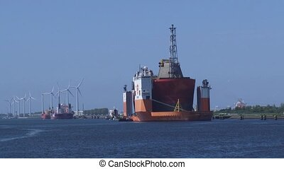dockwise Vanguard berthed + zoom out quay Calandkanaal...