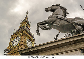 Boudicca Statue and Big Ben - Famous London Tourist...