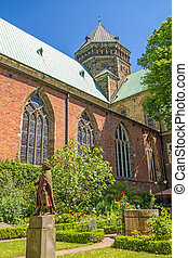 Sankt Petri Cathedral patio garden, Bremen - Bremen, Germany...