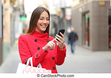 Shopper buying online on the smart phone - Shopper woman...