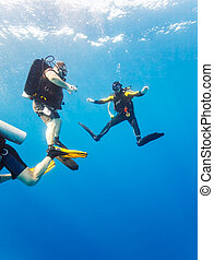 Group of divers on 5-min safety stop