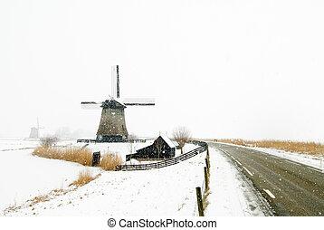 Beautiful winter windmill landscape in Schermerhoorn the...